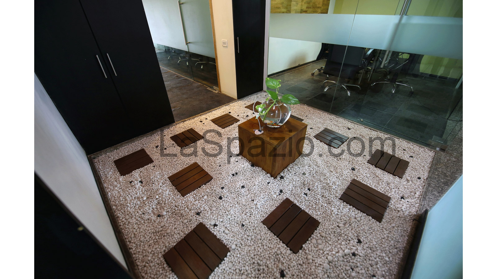 laspazio Interior Thought Breaker Pebble Flooring